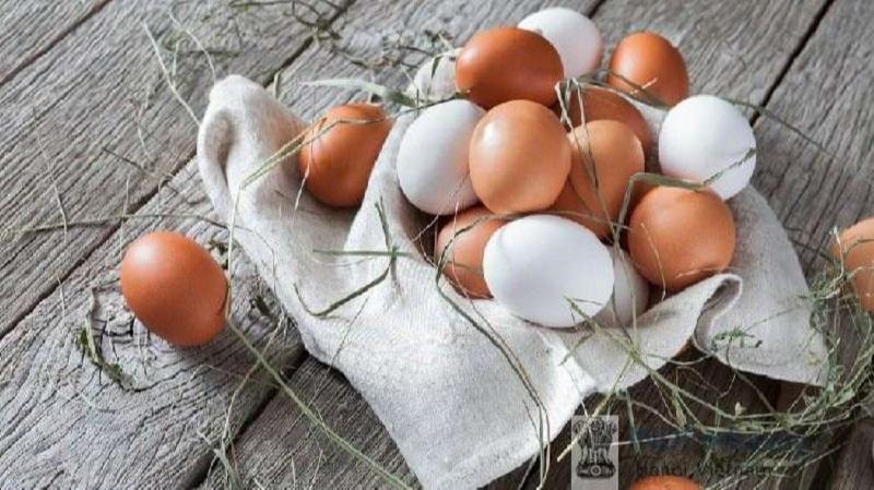 Theo các chuyên gia, trung bình 1 quả trứng lớn có 2,7g protein từ lòng đỏ và 3,6g protein từ lòng trắng trứng, cứ 10 lòng đỏ trứng gà thì có tới 400 IU vitamin D3