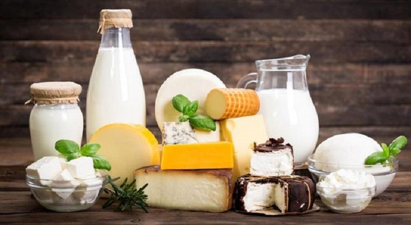 Sữa là thức uống giàu canxi giúp xương phát triển. Ngoài ra, sữa còn chứa vitamin A giúp cơ thể trẻ hấp thu canxi tốt hơn.
