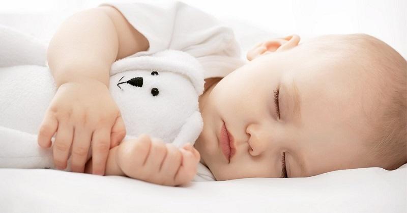 Ngủ sâu giấc và sớm trước 22h sẽ giúp các hormon tăng trưởng của trẻ hoạt động tốt nhất