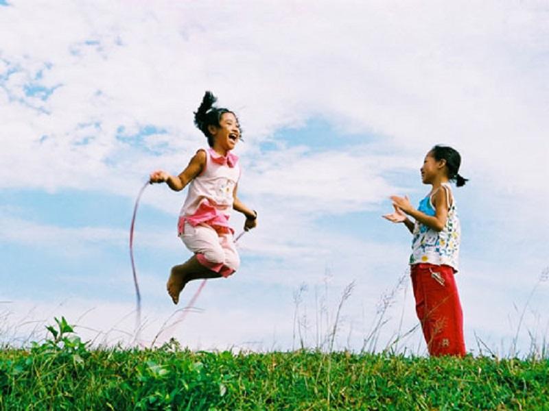 Nhảy dây giúp kéo giãn cơ thể tăng chiều cao cho trẻ