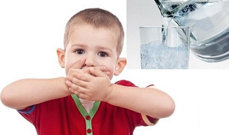 uống ít nước hạn chế tăng trưởng chiều cao của trẻ